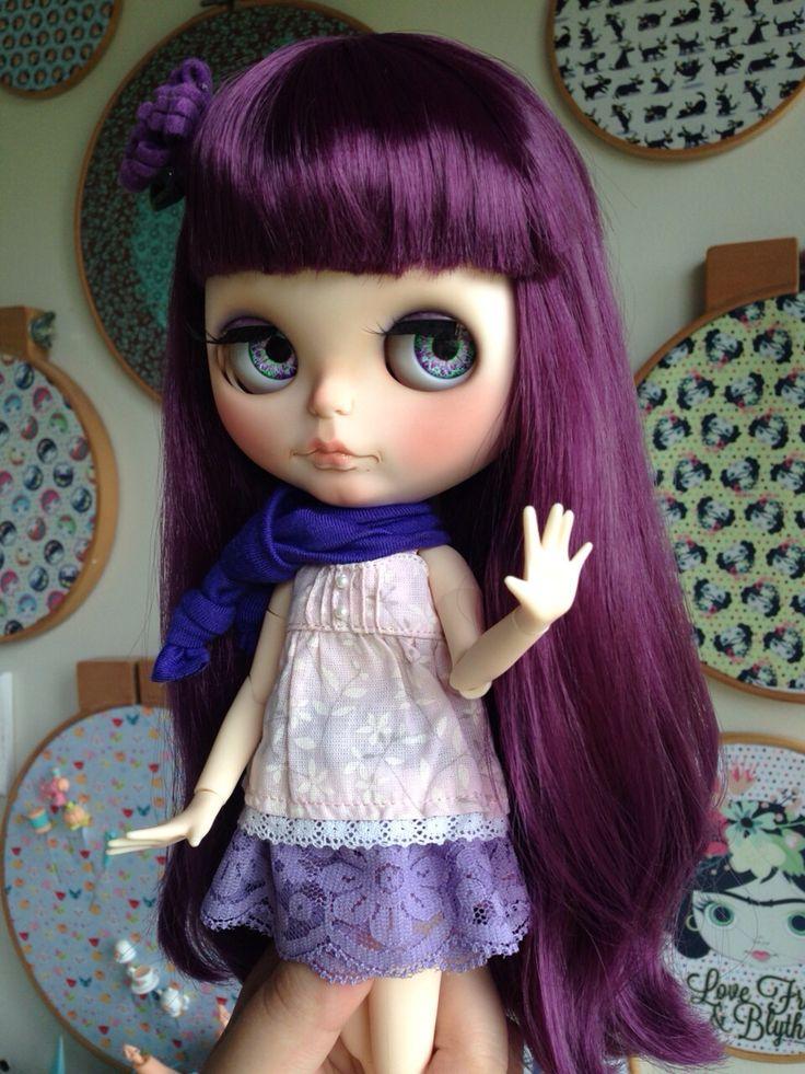 Violetta pedindo para esperar q já está voltando