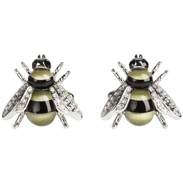 """Manschettknapparna heter """"Darwin Bee"""" och kommer från Simon Carter. Det här något elegant över dem och de är oerhört roliga :)"""