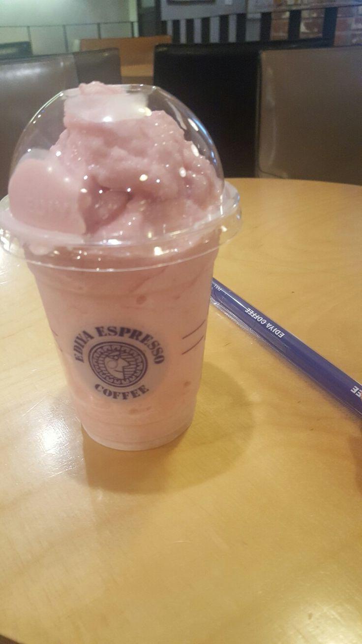 이디야 딸기스무디. 이거 제대로 맛있어요.