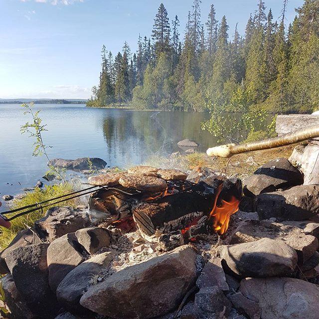 Flott tur ved Brumundssjøens bredd. Lavvo, fisking og mat stekt på bål. #fishing #fisketur #visitnorway #rinsaker #ringsakerkommune #sommeriringsaker #rbsol #vippsferie @sparebank1ostlandet @visithamarregionen