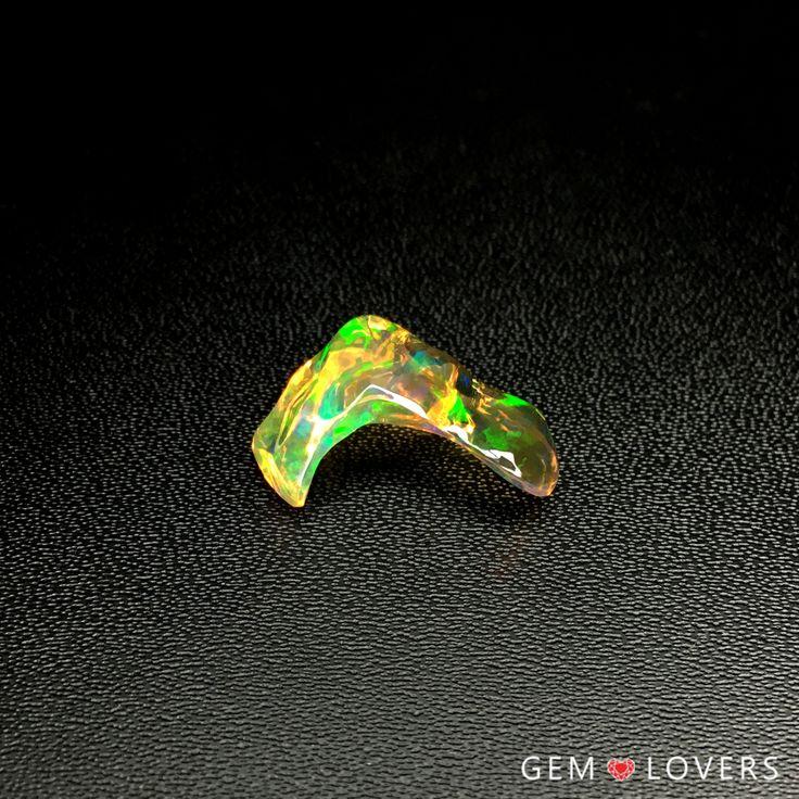 Необычный экземпляр, словно созданный для кольца! Ведь его конфигурация частично повторяет поверхность пальца. Unusual carved fire opal piece for beautiful ring! ✒WA/Telegram/Direct/Viber 📲+7-925-390-20-52 📲+7-800-555-22-86 📧 publice@gemlovers.ru #fireopal #fireopals #opaljewelry #opalmexico #mexicanopal #yellowopal #опалымексика #огненныйопал #опалдлякольца #gemlovers