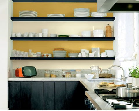 repeindre meuble cuisine et etageres avec couleurs contrastees, noir, ocre et jaune Peintures Astral