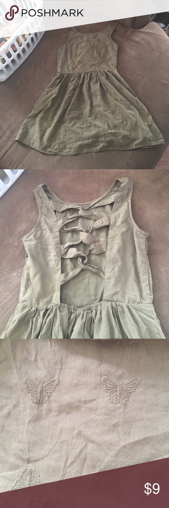 5 for $20! M open back green butterfly sundress Above the knee army green butterfly print sundress, has two-layered skirt and an open criss cross back. Zips on side. Size medium, joe boxer brand. Never worn, given as a gift. Love so much but a little too tight on my chest! Dresses Midi