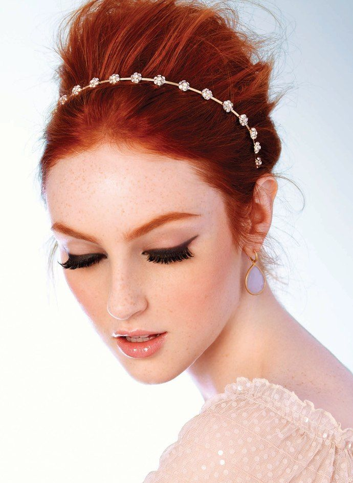 Stunning combination of thick false eyelashes with the red hair makes this bride look heavenly!