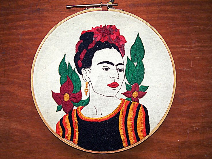 bordado Frida Kahlo Mexican Embroidery, Embroidery Hoop Art, Embroidery Patterns, Mexican Crafts, Textiles, Embroidery Techniques, Textile Art, Hand Stitching, Art Projects
