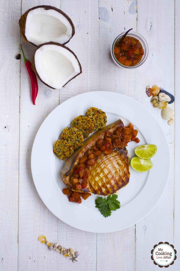 Schwertfisch in Kurumba-Marinade, Papaya-Vanille-Relish und Sesam-Reis-Taler von Kerstin