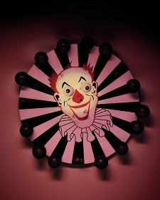 Clown Dartboard how to - Martha Stewart Holidays. Just need to make his face a little creepier for a carnevil.