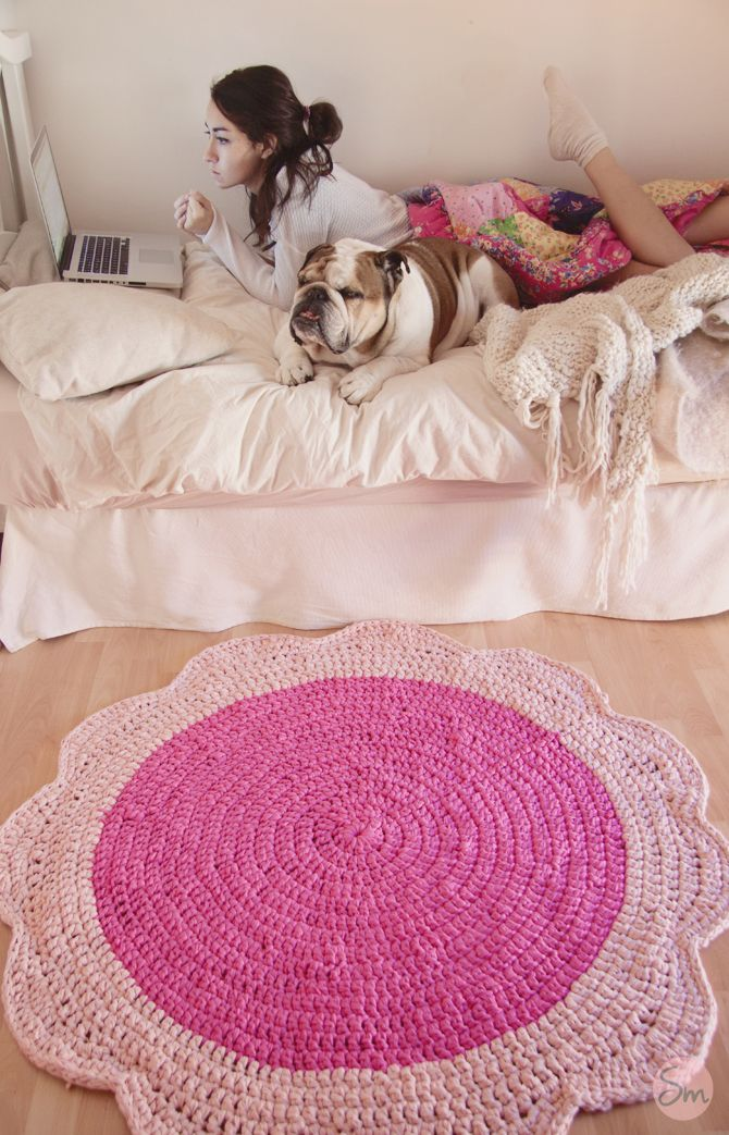 Flower rug, free pattern in Spanish with charts by SusiMiu.
