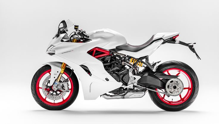 Riding the New Ducati SuperSport S, a Visually Striking and Versatile Sportbike – Robb Report