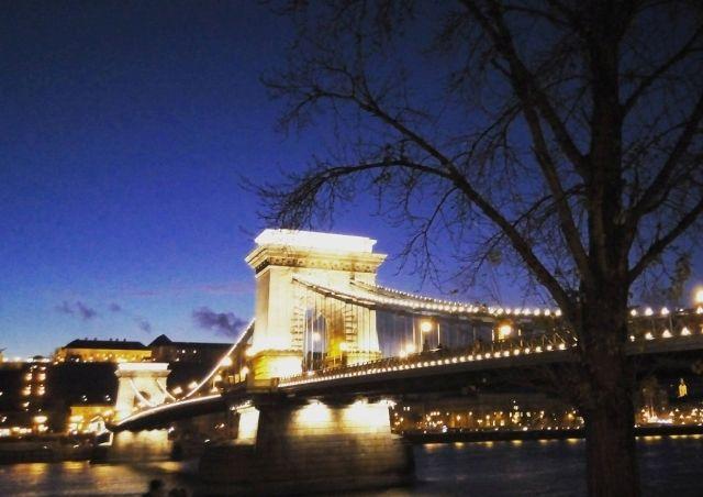 Η Βουδαπέστη τα Χριστούγεννα από το Trip to Trip!   http://www.eptanews.gr/index.php/travel/12043-i-voudapesti-ta-xristoygenna