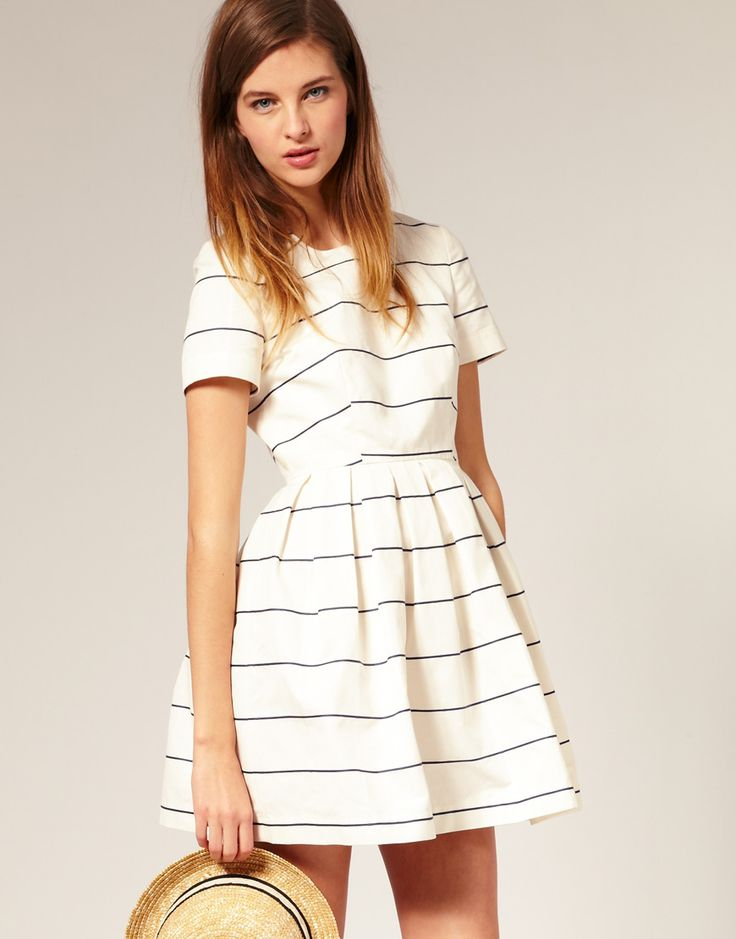 Cream dress with simple black stripes. Looks so perfect for a picnic!
