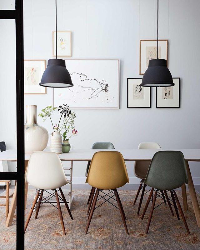 WARMTE • combineer strakke meubels en een beton ciré met vintage elementen. Een klassiek tapijt zorgt direct voor warmte in huis. Fotografie Dana van Leeuwen