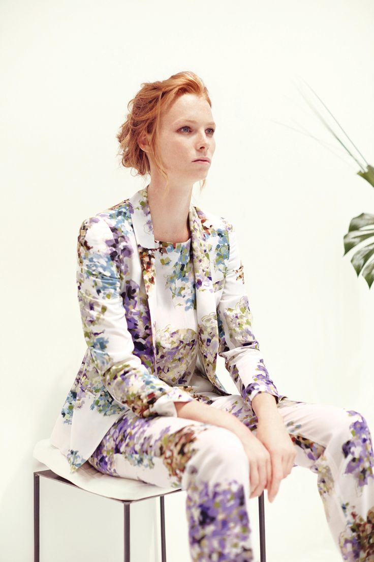 Lined Jacket, soft pant and shirt with neckline on back, all in printed shantung silk. TONELLO WOMAN SS15 www.tonello.net