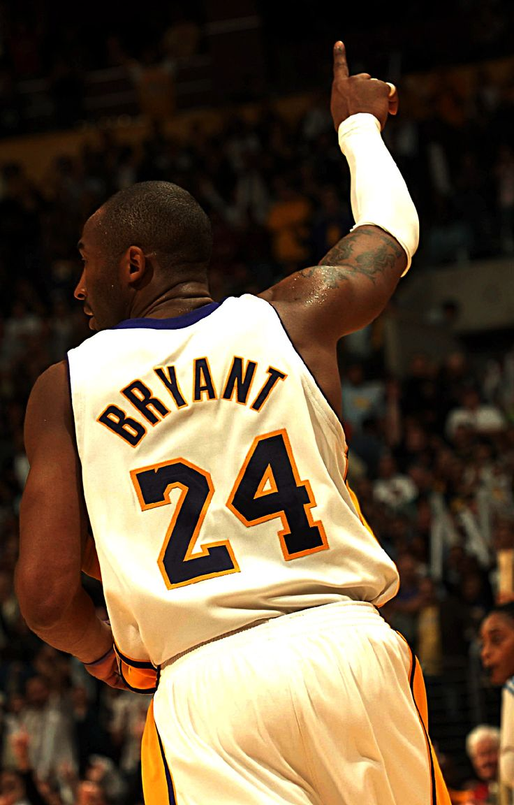 Kobe Bryant - 4 NBA Ttitles (2000, 2001, 2002, 2009)