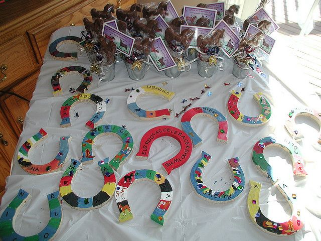 paint your own horseshoe..cute! even for down on the farm party!