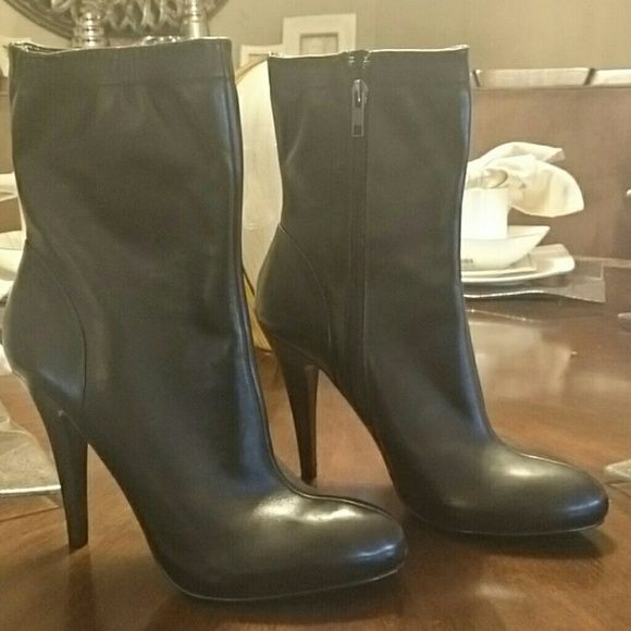 NEW Zara boots Brand NEW Black leather ZARA boots Zara Shoes Ankle Boots & Booties