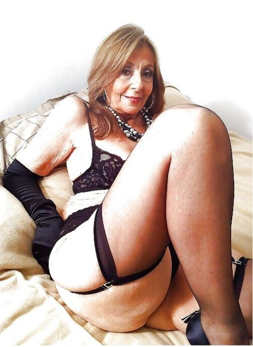 Gorgeous mature lady is hungry for cock 8