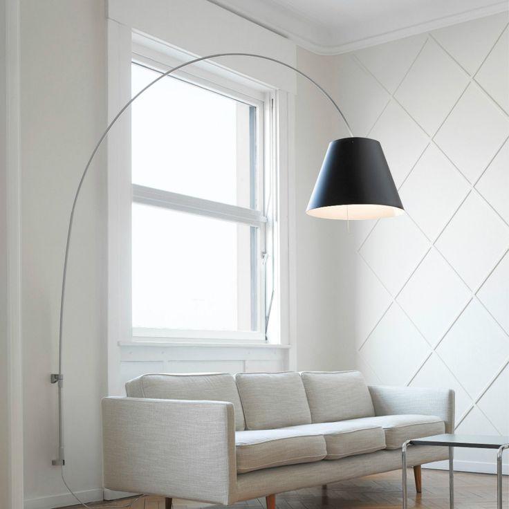 Vuoi portare il punto luce dalla parete al centro tavolo o al divano? Lady Costanza di Luceplan fa al caso tuo :)