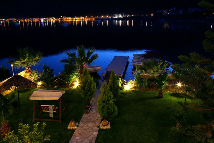 George Studios is located at Lefkada (or Lefkas) island. On the eastern seaside of Lefkada there is the marvelous, quite bay of Vlicho where situated the small fish village Geni. http://lefkadarooms.com/george-studios/
