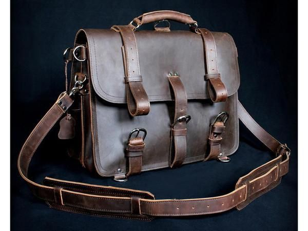 Grab your exclusive unisex American classic handmade leather briefcase for only $279.00 on Serbags! Converts to backpack and comes with top-notch metal buckles!
