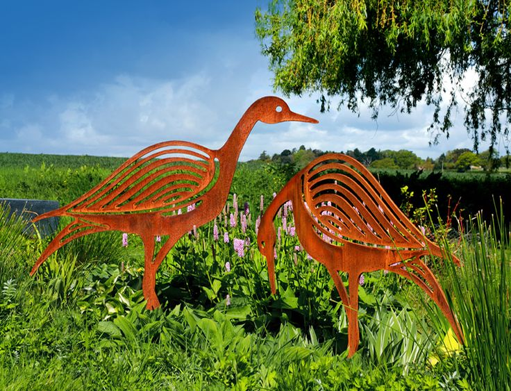 Contemporary bird sculpture crafted from rusted metal, an ideal garden sculpture that would equally as good as a feature in a garden pond: