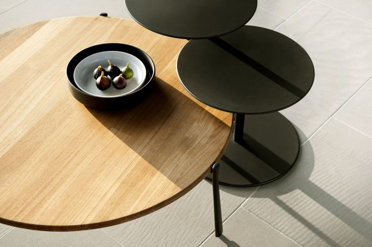 Drops side tables match perfectly with the Branch coffee table by Trubù.
