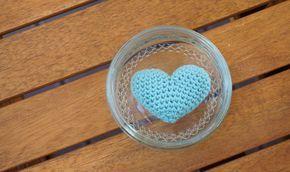 Pas besoin d'attendre la saint Valentin pour crocheter des petits cœurs ! C'est un amigurumi assez facile à faire, et qui fait toujours so...