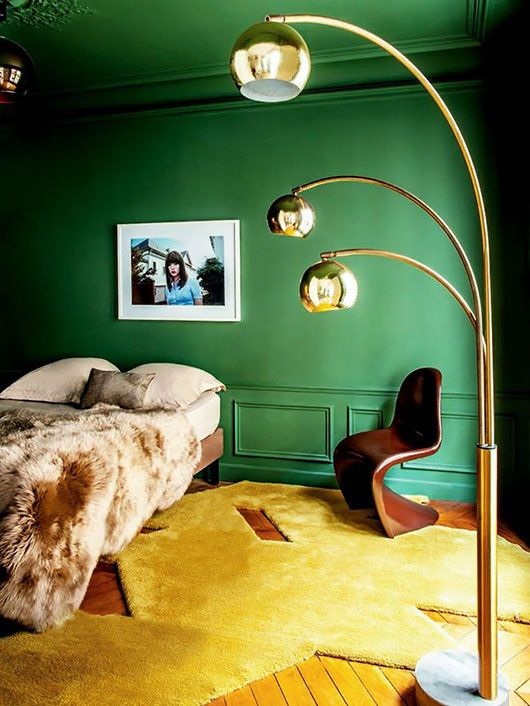 I love the emerald painted wall and ceiling. Gorgeous colour combinations: emerald green + gold + various shades of brown.