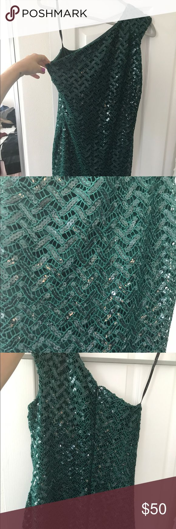 """David Meister one shoulder green sequin dress Size 6. Emerald green sequin one shoulder dress. Worn one time. Form fitting. Has little give. I'm 5'10"""" and it lays a few inches above my knees. David Meister Dresses Midi"""