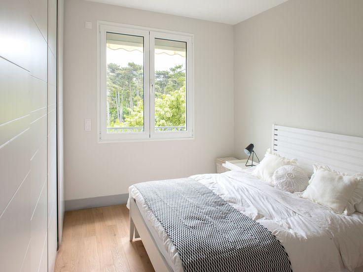 chambre douce et lumineuse blanc craie et plaid graphique en noir et blanc r alisation murs et. Black Bedroom Furniture Sets. Home Design Ideas