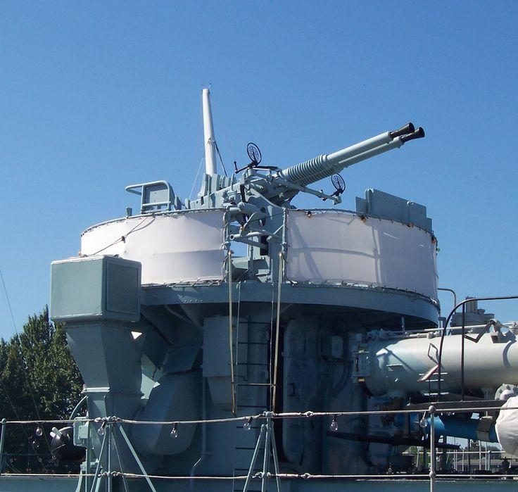 Una batería doble de Bofors 40 mm a bordo del ORP Błyskawica, un destructor de la Segunda Guerra Mundial de la Armada polaca.