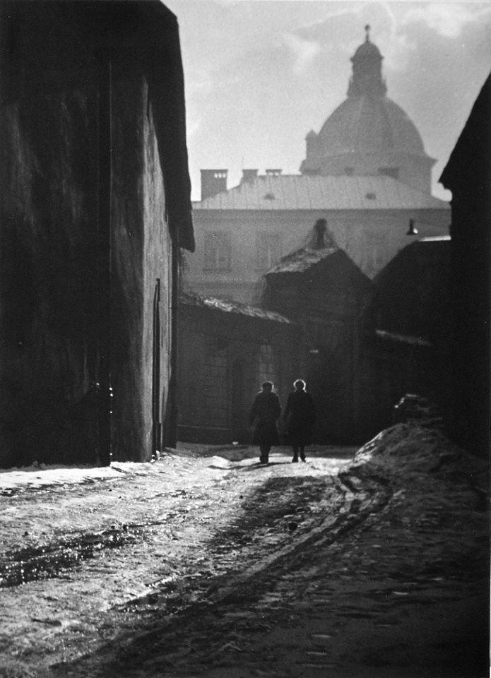 Kraków - ulica Poselska, fot. Zdzisław Beksiński (lata 50. XX w.)