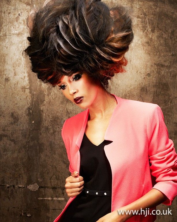 Результаты премии British Hairdressing Awards в номинации Авангардный парикмахер года / Avant Garde Hairdresser of the Year 2013. Победитель: Tomomi Naito  Финалисты: Indira Schauwecker  Anne Veck  Chie Sato  Joanne O'Neill  Emmanuel Esteban