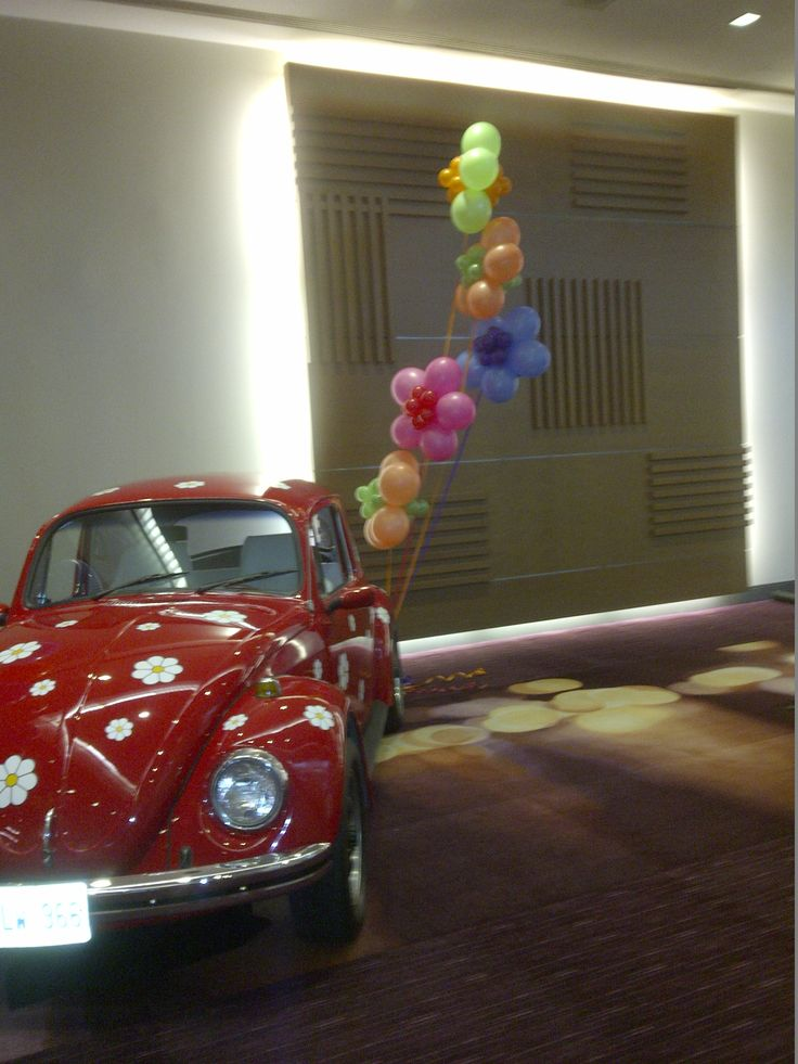 Our #LoveBug leaving a trail of #flowerpower! #volkswagen #VW #beetle #vwbeetle #vwbug #herbiethelovebug #swinging60s #balloons #corporateevents #companyparty #eventstoronto #ballooncorporateevents #summerparty #holidayparty #eras #decades #themedevents
