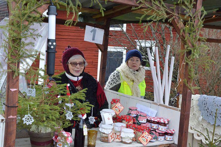 Paikalla on lähes sata myyjää kojuissa, teltoissa sekä sisätiloissa. Luuppi, Oulu (Finland)