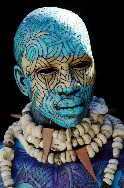 De la tribu Mursi, en Etiopía. Belleza.