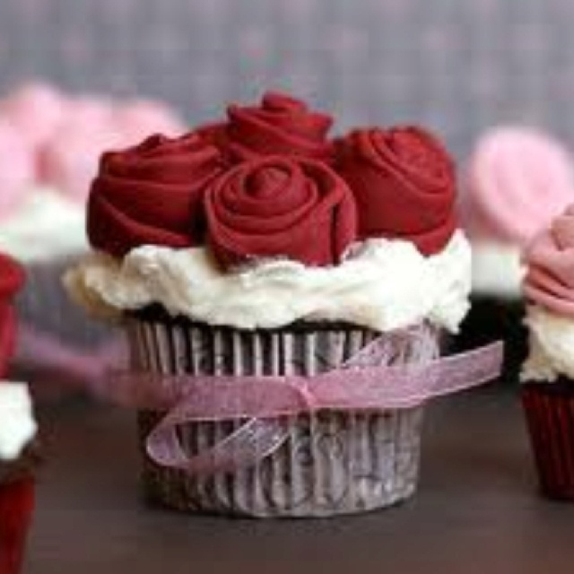 Cupcake bouquet!!! Yummy chocolate cupcake with vanilla buttercream and fondant roses. Perfect for valentines day