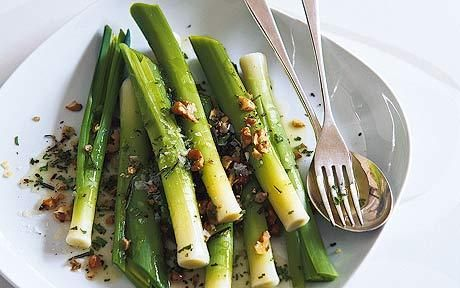 8 small leeks, cleaned 50g (1¾oz) walnut halves 1 tsp chopped rosemary 4 tbsp walnut oil 2 tbsp champagne or white-wine vinegar 2 tbsp finel...