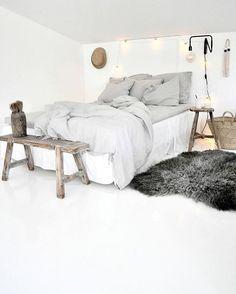 Leuk idee: licht laken over het bed - een beetje een zweef effect