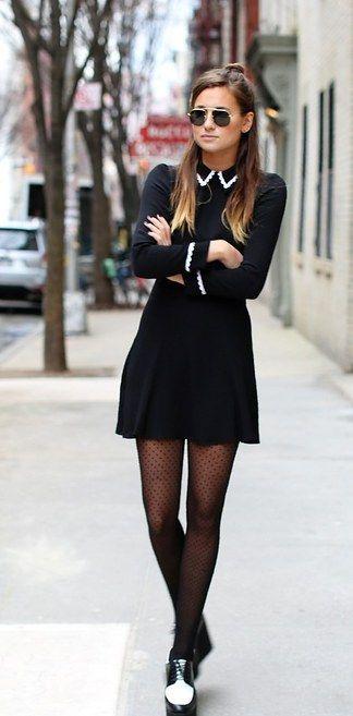 Conviértete en una Merlina citadina: Con un medio-bun en el pelo y zapatos dos tonos.   17 Ideas de moda para lucir como Merlina Addams en tu día a día