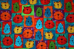 Renkli kediler, gri tekir kediler, kahverengi tekir kediler, siyah ve beyaz kedi, beyaz kedi, pembe kulaklı kedi, bir kalabalığın içinde kedi, gülümseyen kedi