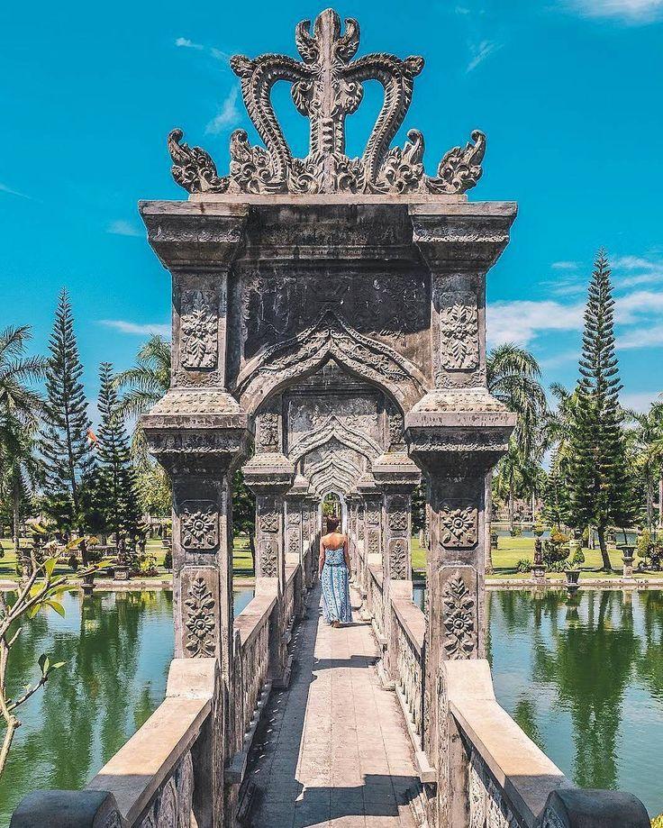 Taman Ujung Karangasem atau yang juga dikenal dengan nama Taman Soekasada merupakan sebuah taman air yang memiliki istana terapung yang terletak di atas lahan yang luasnya lebih dari 10 hektar. Disini dolaners bisa jalan-jalan menikmati arsitektur Bali sejak zaman Belanda sambil selfie ataupun melakukan kegiatan fotografi lainnya. Tempat ini juga sangat diminati dolaners yang ingin membuat foto pre-wedding.