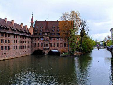 Norimberga: tra storia e romanticismo #giruland #diariodiviaggio #community #raccontare #scoprire #condividere #travel #blog #food #trip #social #network #panorama #fotografia #donna #uomo #germania #norimberga #tedesco #foresta