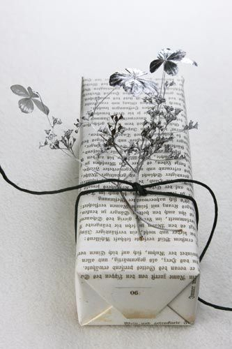 Sustainable holiday ideas to save money: Newspaper gift wrap by Helga Noack