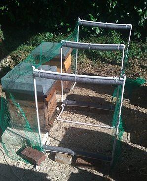 Une clôture électrique pour protéger les abeilles des frelons | L'Essaim…