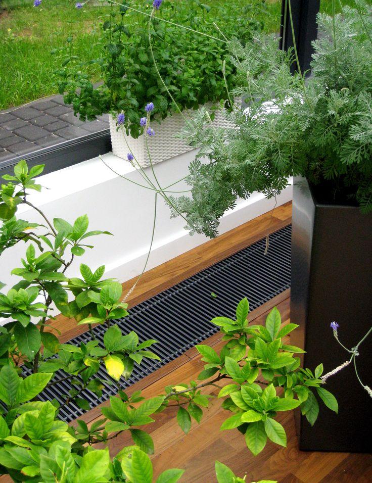 System ogrzewania kanałowego doskonale spisuje się w oranżeriach i ogrodach zimowych, łagodne ciepło nie przesusza powietrza.