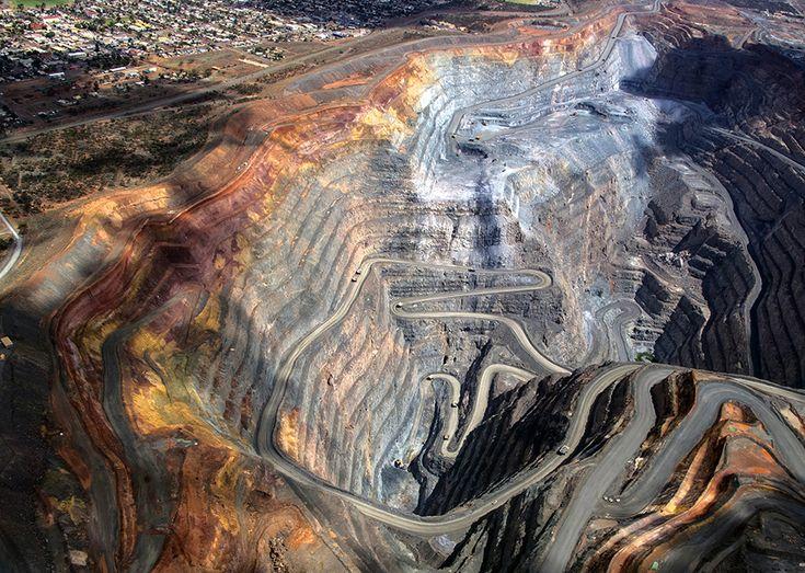 Kalgoorlie super-pit gold mine, Western Australia