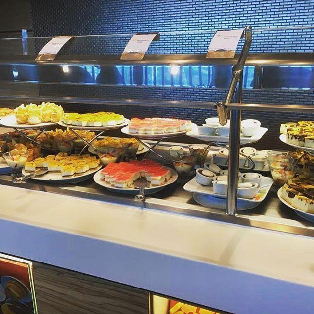 #dolcetti #dessert #merenda #celebrity #celebrityreflection #celebritycruises #cruisefood #cruise #cruisinglife  Foto di Marta Tenerini http://tipsrazzi.com/ipost/1513158663144142170/?code=BT_0cl9gvVa