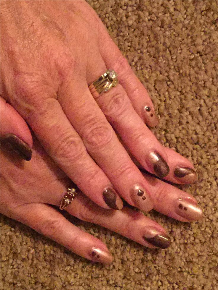 Shimmering silhouette & Toast of the Town! Red Carpet Manicure. Feb 2017