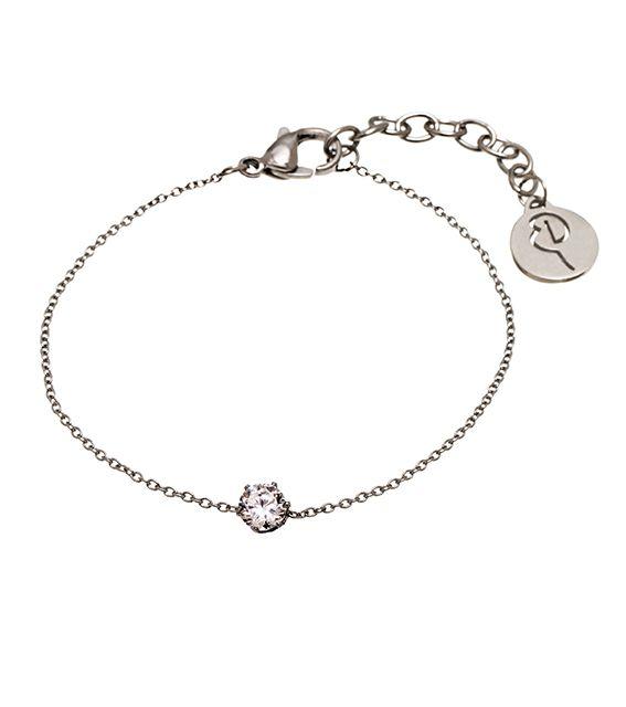 EDBLAD - Crown Bracelet Steel Ett tunt armband med en liten kristall, från Edblad. Längden på armbandet är justerbar 15,5 - 18,5 cm. Kristallen 5 mm i diameter. Nickelsäkert.
